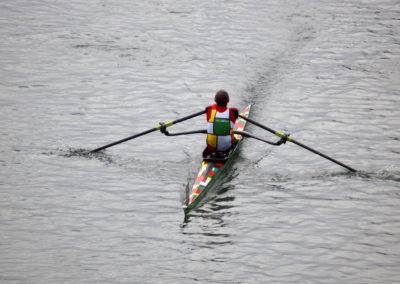 Imbarcazione da gara per vogatore, per canottaggio. Modello FLUIDO di Marcello Renna, vogatore Romano Umberti.