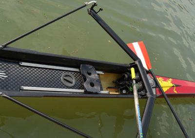 Imbarcazione da gara per vogatore, per canottaggio. Modello FLUIDO di Marcello Renna, vogatore Vittorio Serralunga.